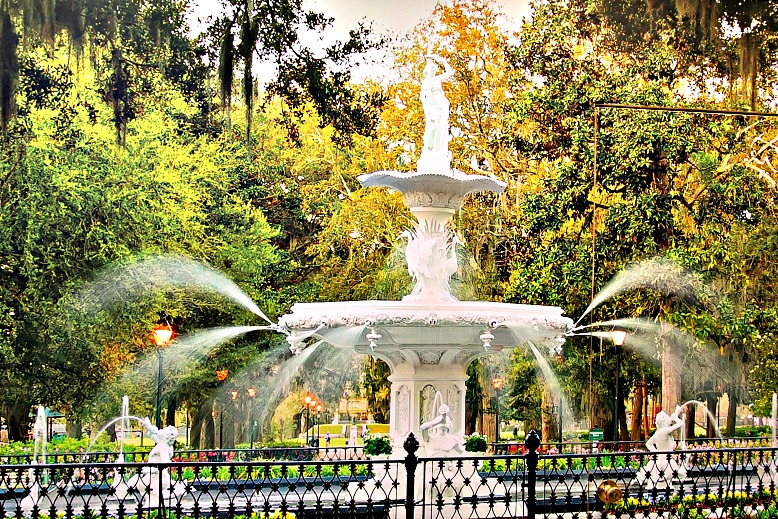 Savannah: Southern Charm, History & Spanish Moss